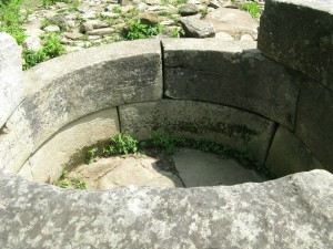 Gelendzhik_dolmen_58