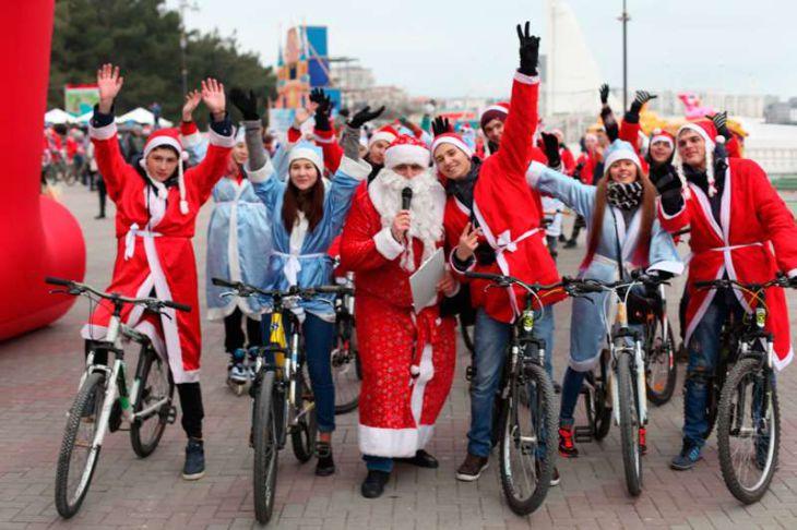 Деды Морозы уже в Геленджике