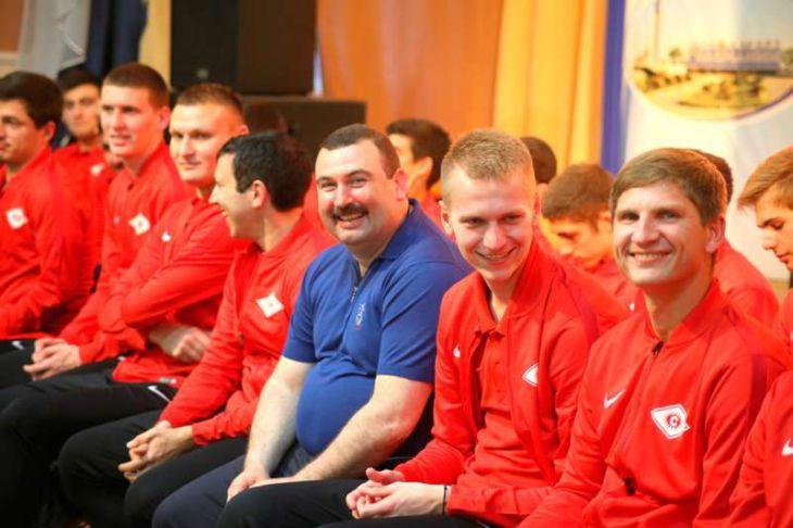 Встреча с местной командой футболистов