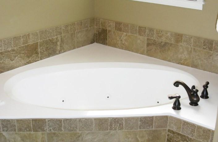 Акриловые ванны: особенности и критерии выбора